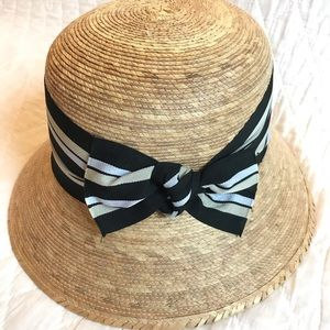 Straw hat with ribbon detail